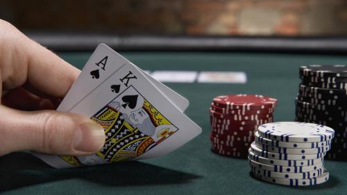 Les meilleurs casinos en ligne proposent même plusieurs tables de blackjack en temps réel et proposent de jolis bonus de bienvenue.Grâce à ces promotions attractives, vous allez augmenter vos chances de gagner lors de vos parties de blackjack (ou de tous autres jeux)%().